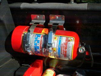 Крепление огнетушителя в автомобиле своими руками